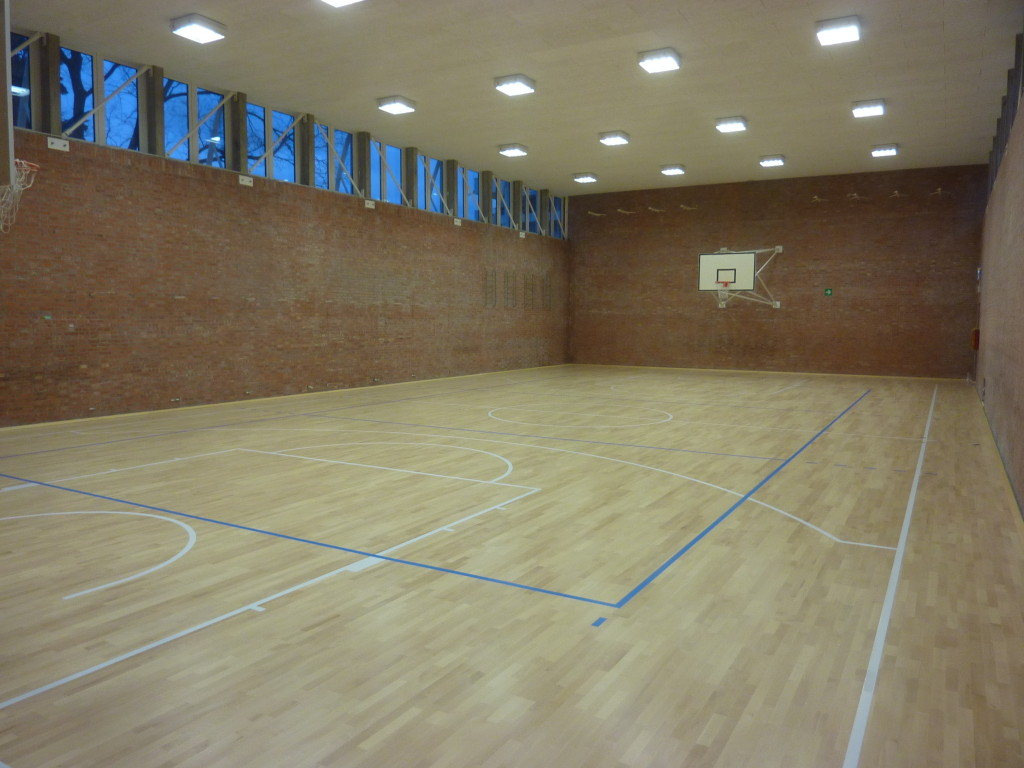 For the primary school gym Lea D'Orlandi of Udine was chosen a parquet Dalla Riva Sportfloors model Playwood 4 in beech