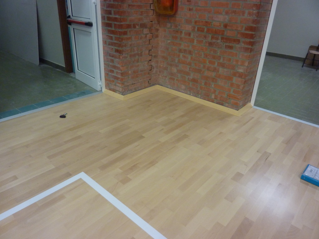 Details and finishes tailored to the parquet floor of the gym of Udine