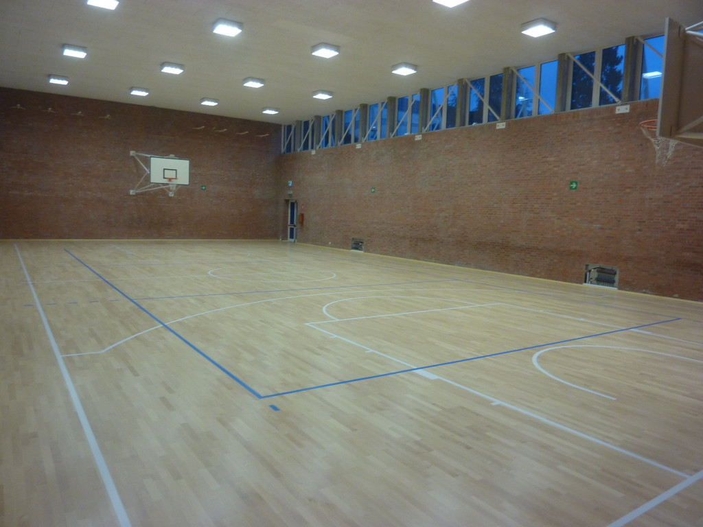 The school gym D'Orlandi, thanks to the new parquet sports, has changed considerably appearance