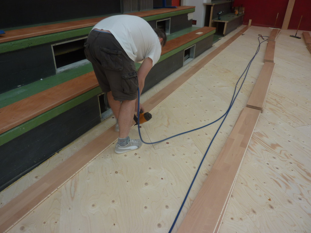 The skilled technicians Dalla Riva Sportfloors during installation