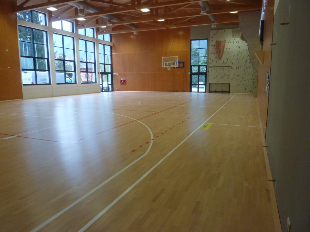 For the sports flooring plant in the province of Sondrio it was chosen a model Playwood 14 in beech