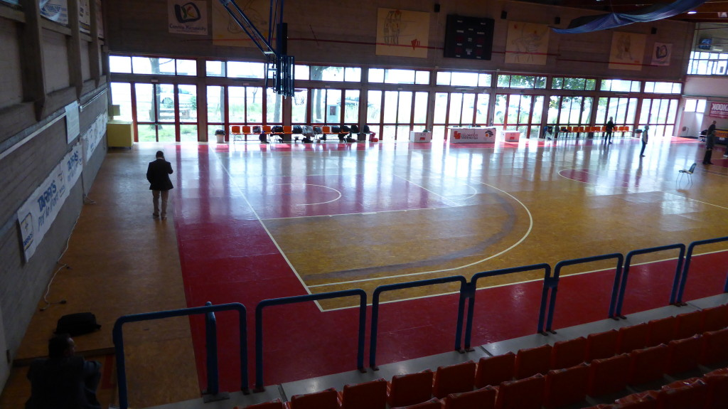 The old sports flooring to remove in the gymnasium of La Spezia