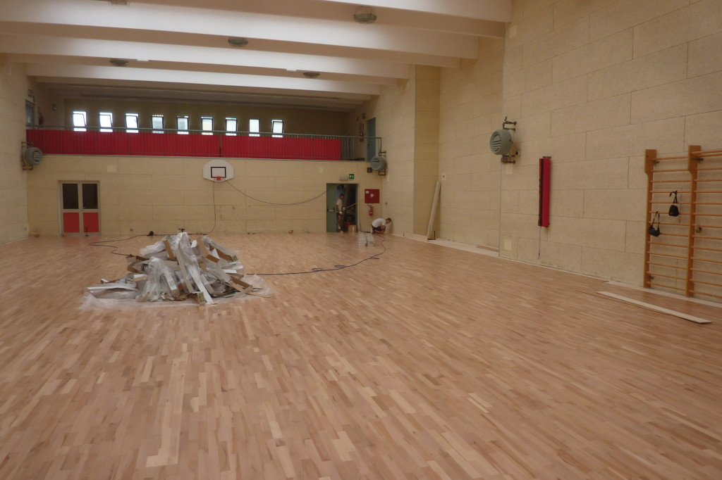 Picture of laying sports parquet in the smaller of the two gyms in Pasian di Prato in which intervened Dalla Riva Sportfloors