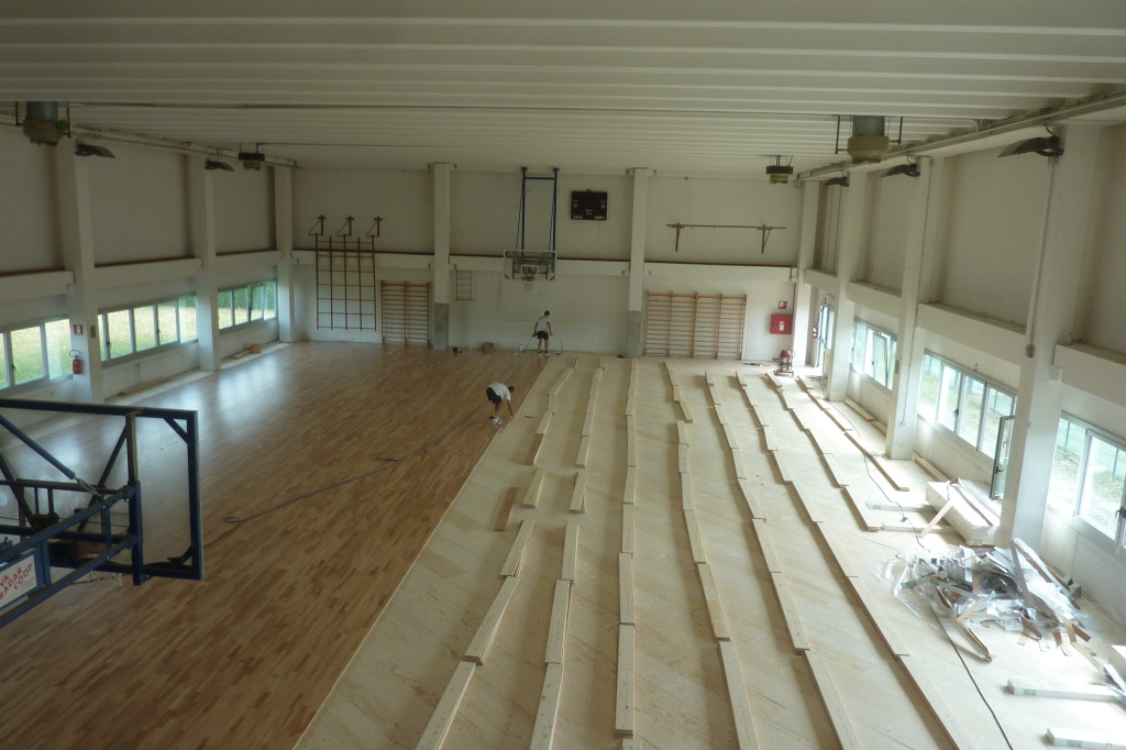 Stages of laying of the new sports flooring in the larger of the two sports gyms of Pasian di Prato