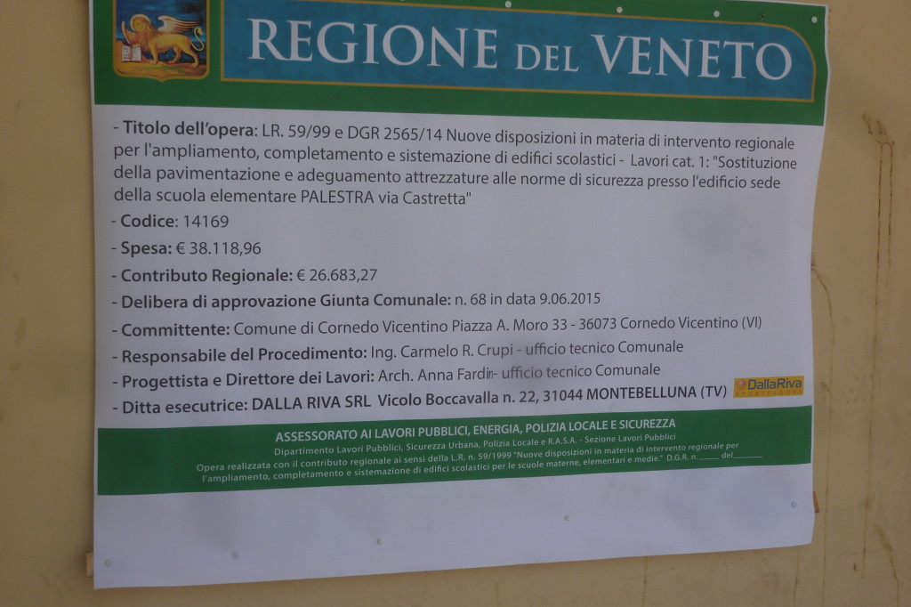The sign of the construction site at the gym of Cornedo Vicentino: Dalla Riva Sportfloors there