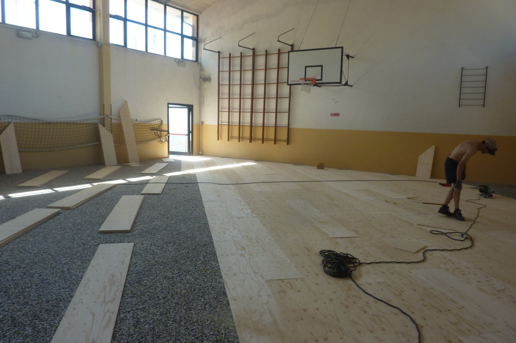 Beginning of the overlap of a new sports parquet on resilient