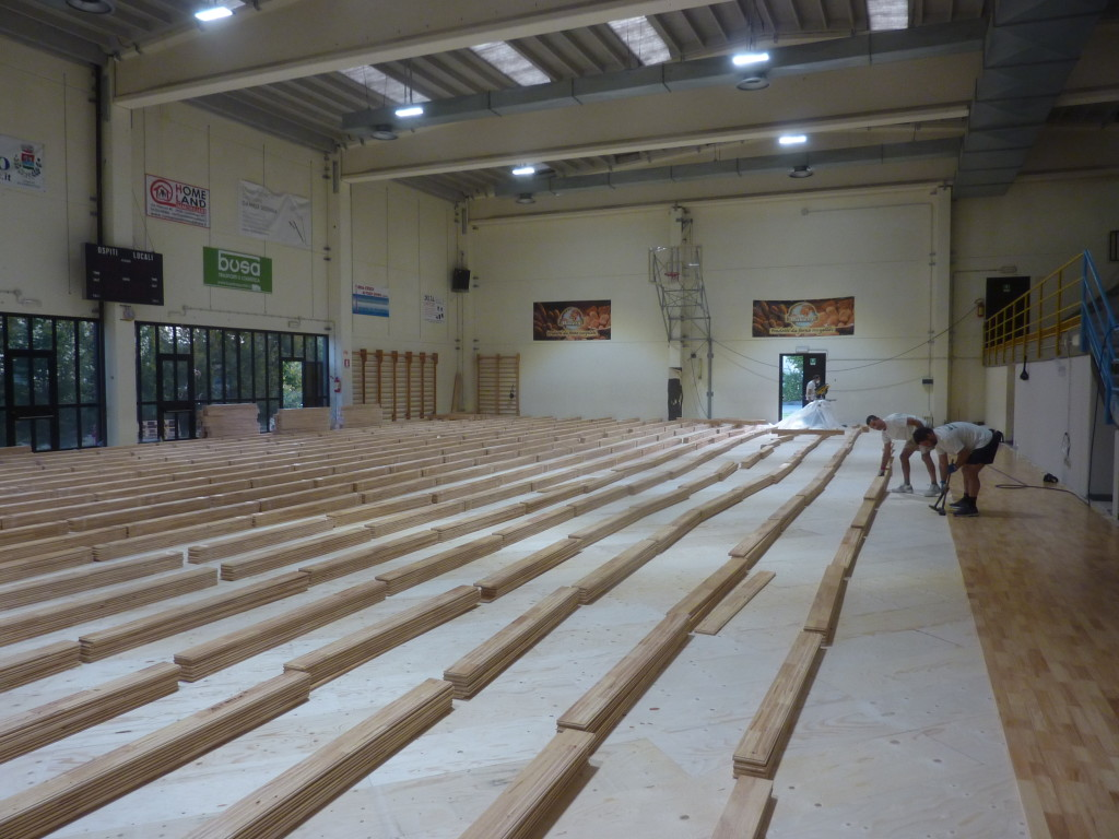 For the gym in the province of Piacenza it was chosen a sophisticated and very reliable system Playwood Rubber 22