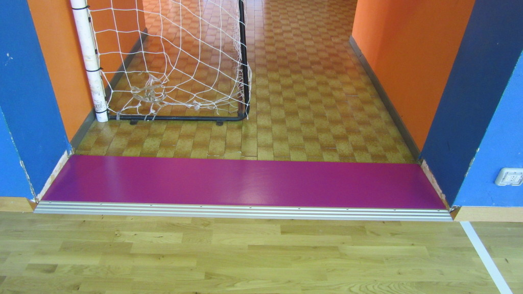 Original choice of colors for some details of the new parquet of Cerro Maggiore gym