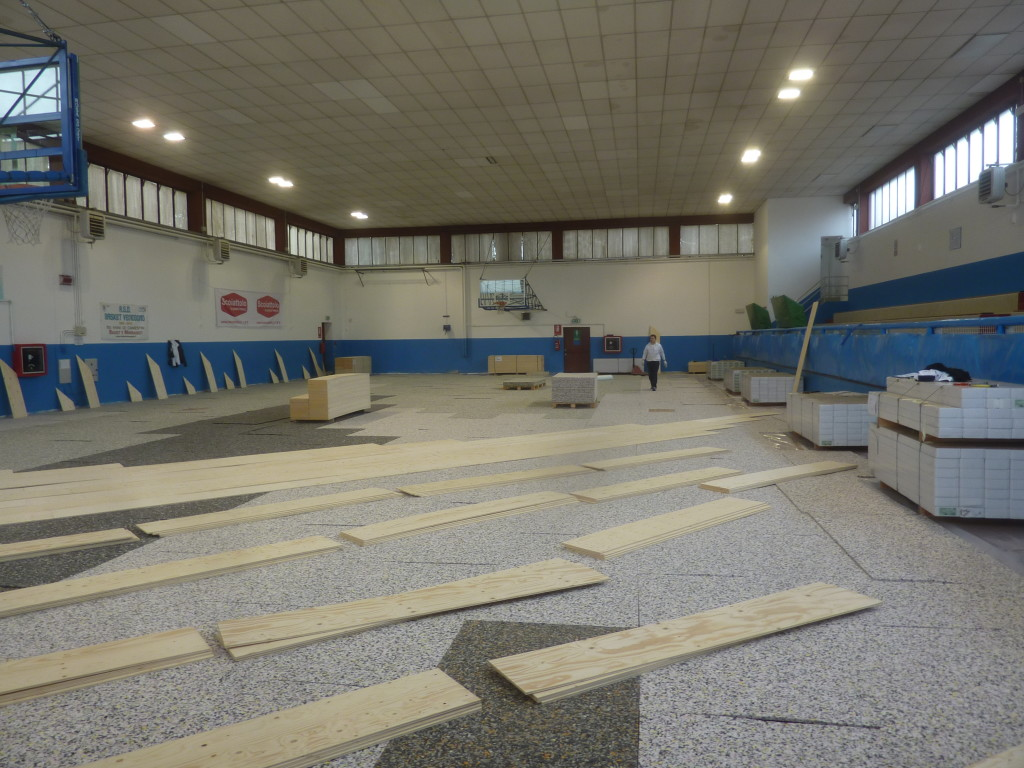 Dalla Riva Sportfloors during the phases of preparation of the laying of a new sports parquet in Venegono