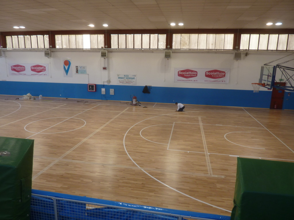 The parquet is laid, on photography stages preceding the tracking of playing fields