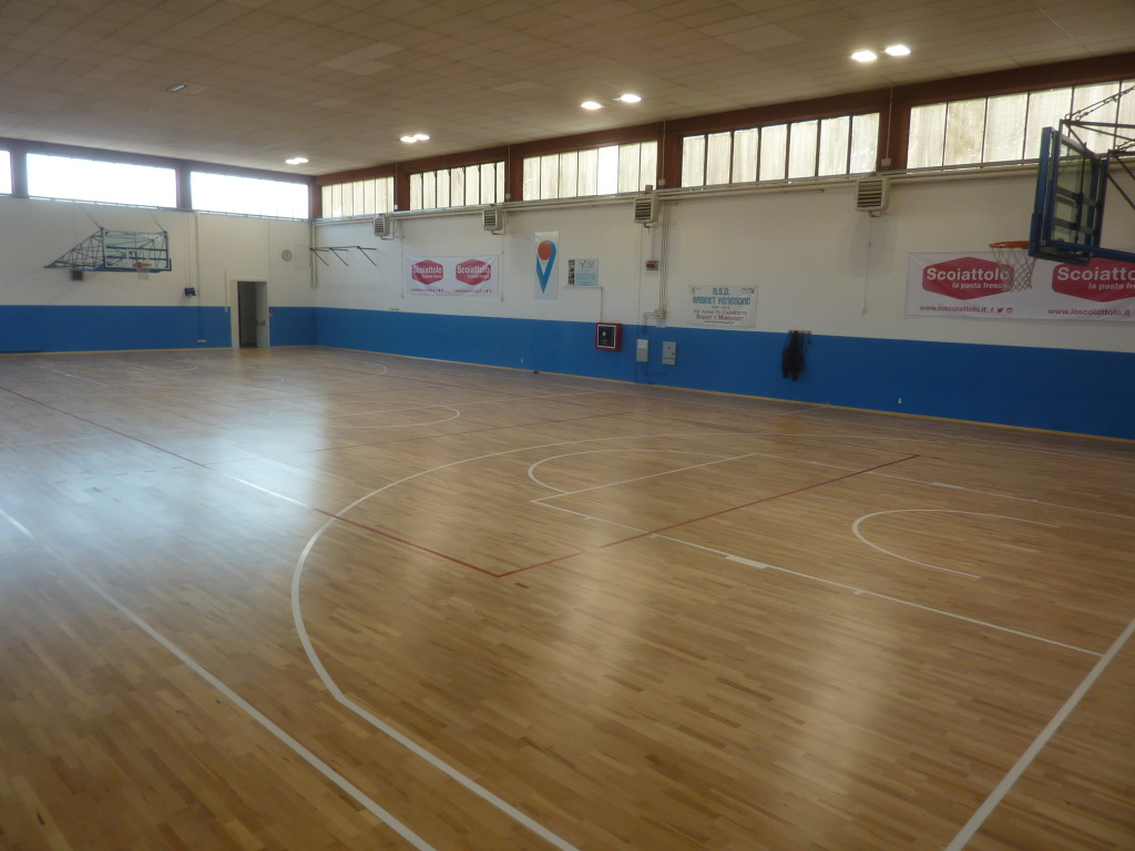 The new sports parquet of the sports hall of Venegono was installed by Dalla Riva Sportfloors in just four days