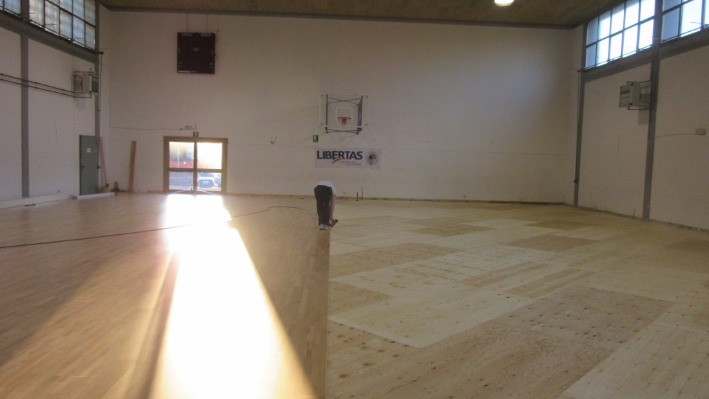 """The intervention of Dalla Riva Sportfloors in the school gym in the Udine province was completed in just five days including the removal of old floor and the installation of a special skirting """"aerated"""""""