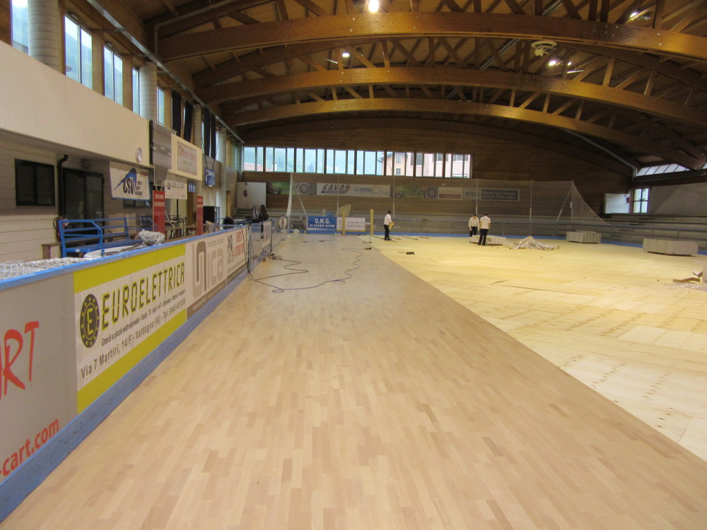The beech sports parquet for the indoor stadium of Recoaro Terme takes shape