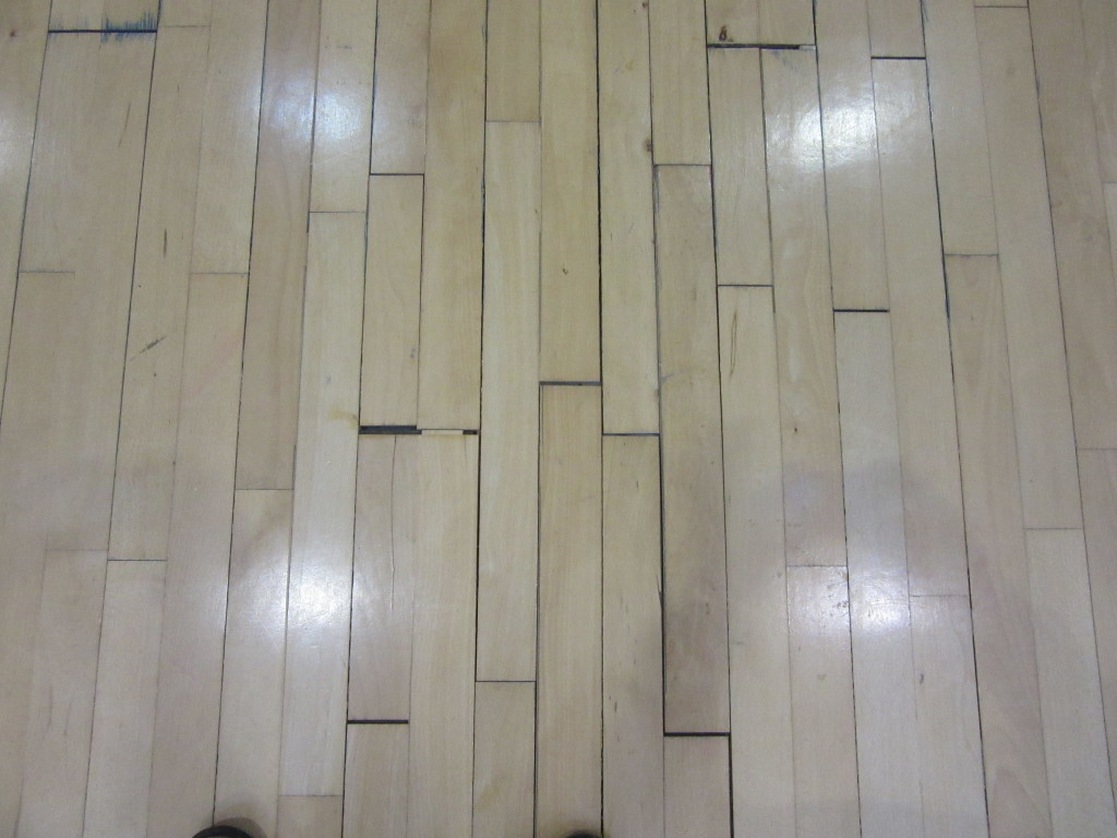 Eloquent signs of a sports floor parquet absolutely to be replaced