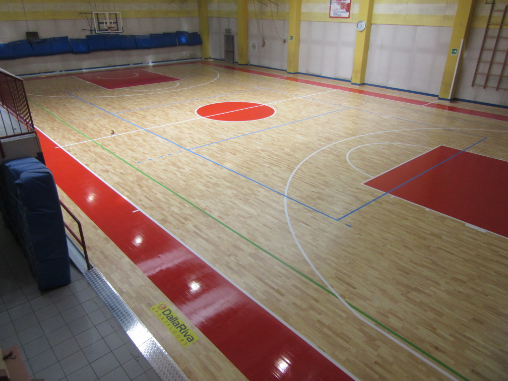 For the coloring of the basketball areas it was once again chosen the red color that contrasts well with the essence of solid wood