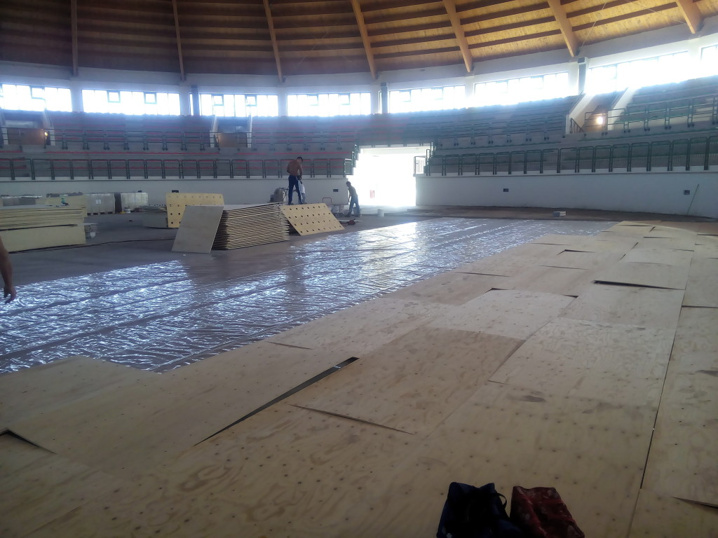 For the bottom of the indoor stadium of Milazzo was chosen the model Solid Jump System