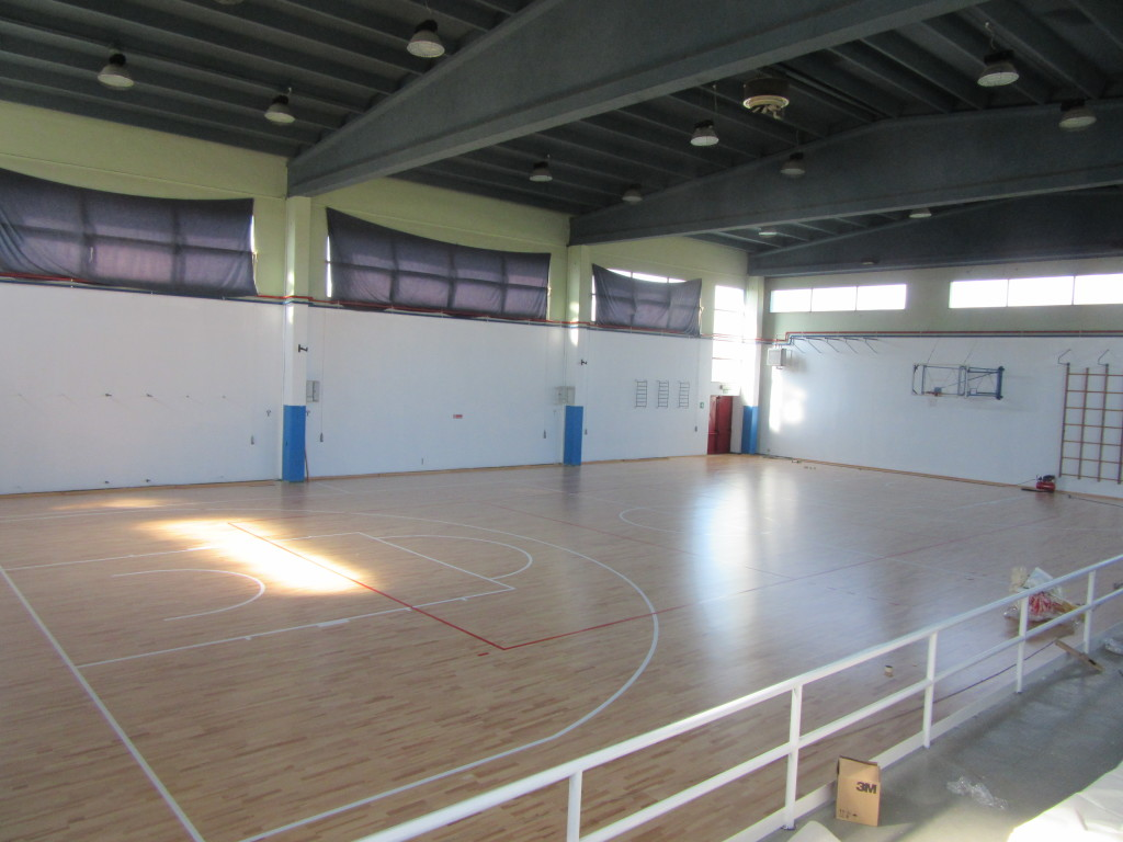 On the 600 square meters of beech in the game bottom of Santhia gym were tracked rectangles for basketball and volleyball