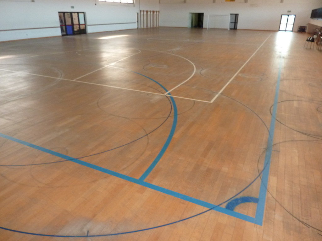 Gradisca renews the sports floor with sanding and skating paint - Protection Parquet
