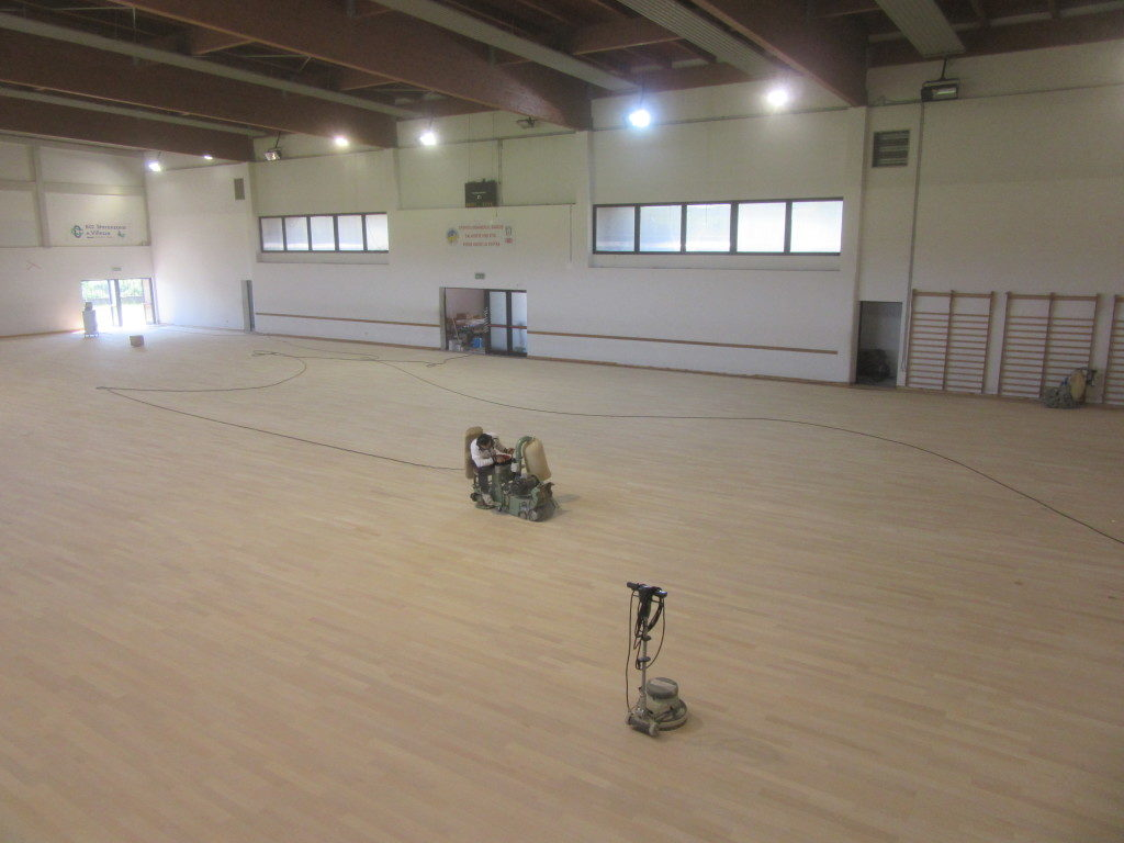 The sports floor of the sports hall of Gradisca d'Isonzo was undergoing to surgery with sanding and a treatment with paint skating