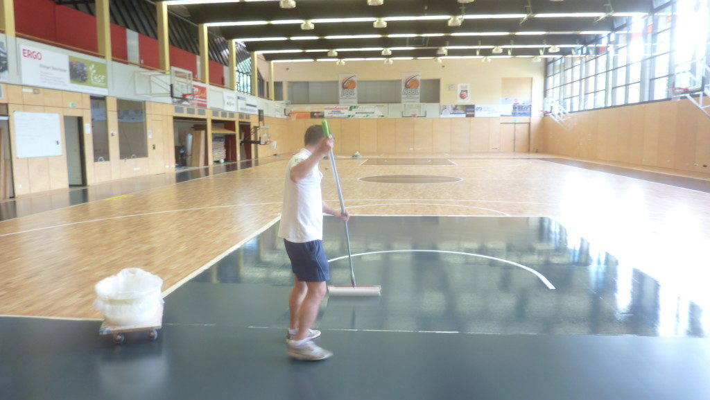 Technicians Dalla Riva Sportfloors during the coloring stage of the sports basketball areas