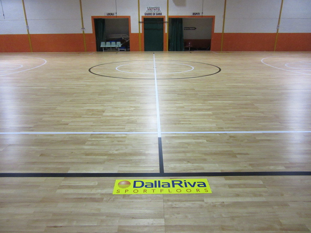 The removable sports parquet was customized with lines for basketball and futsal