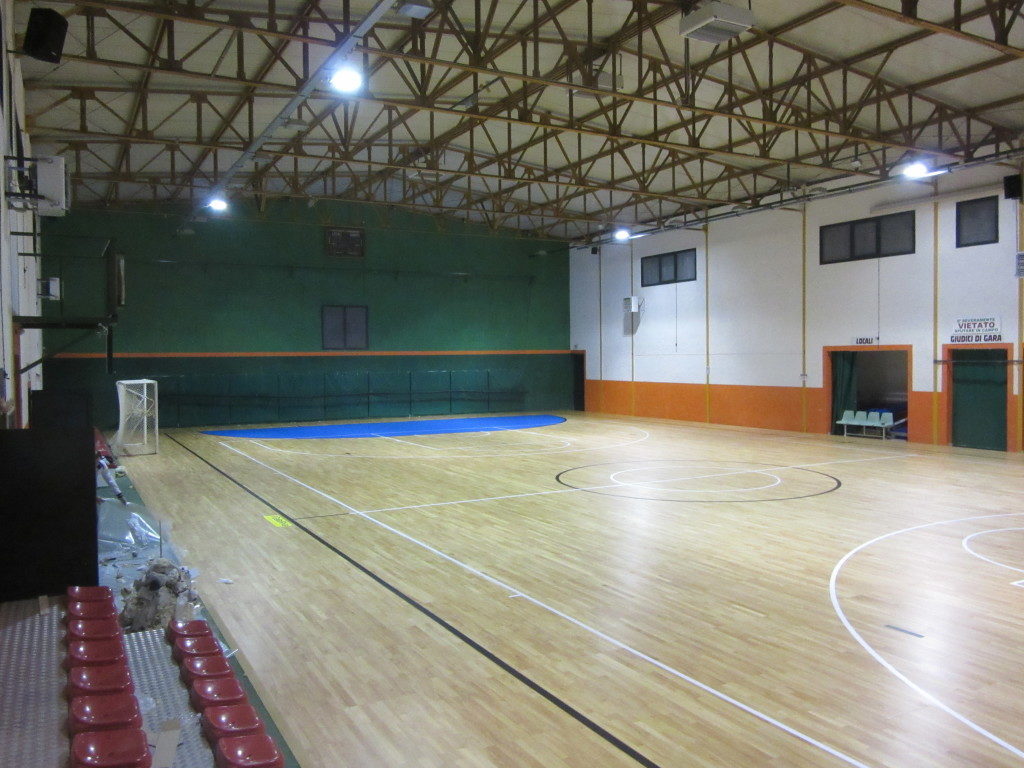 The areas of futsal of the sports hall of Pratola Serra were colored in sky-blue