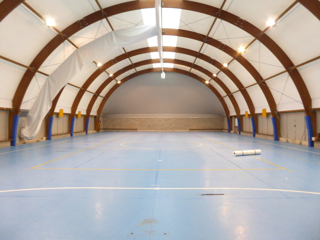 So it was the bottom of the gym housed in a tensile structure in the sports complex managed by Agil Volley Trecate