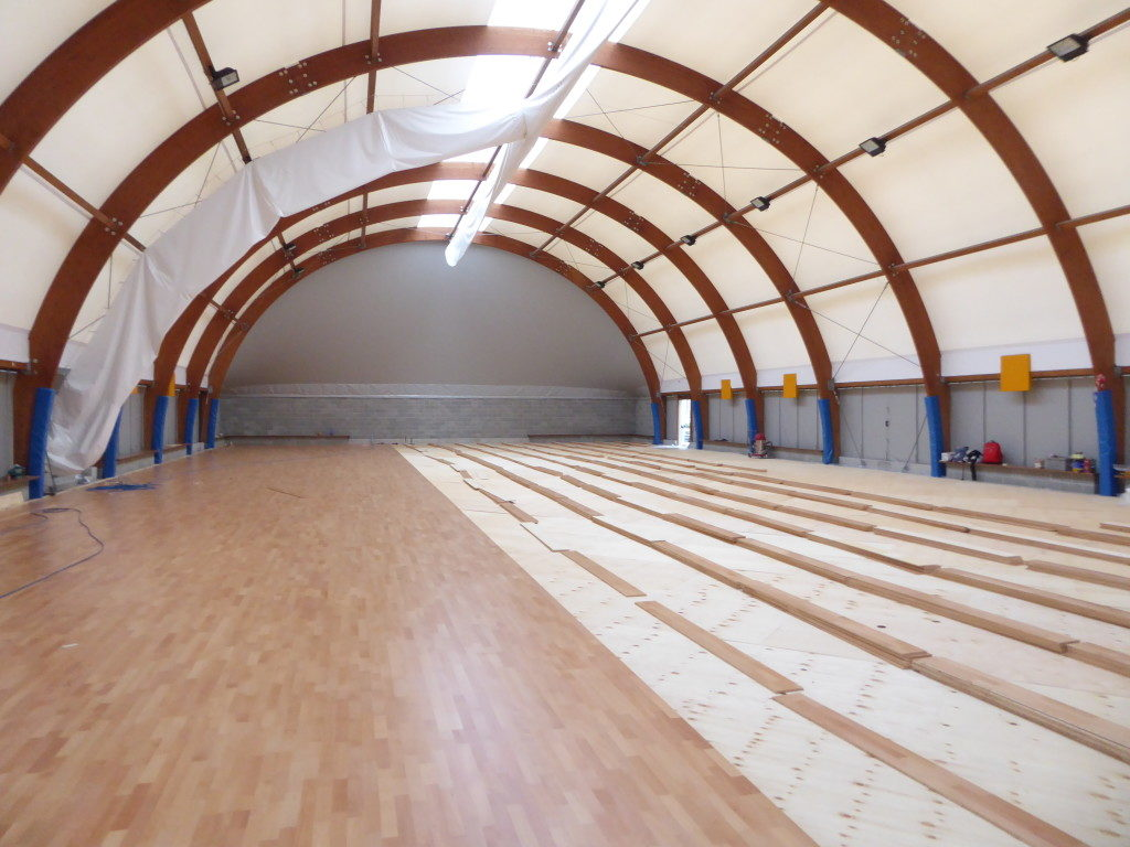 Gym Agil Volley Trecate: the new wooden sports floor takes shape
