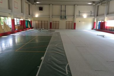 Overlapping action for Dalla Riva Sportfloors in a school gym in Udine