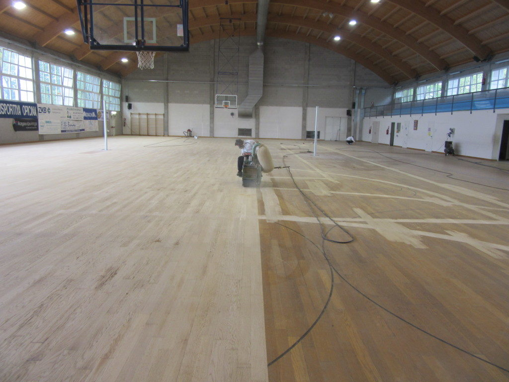 Sanding phase for Dalla Riva Sportfloors in the gymnasium of Trieste Opicina