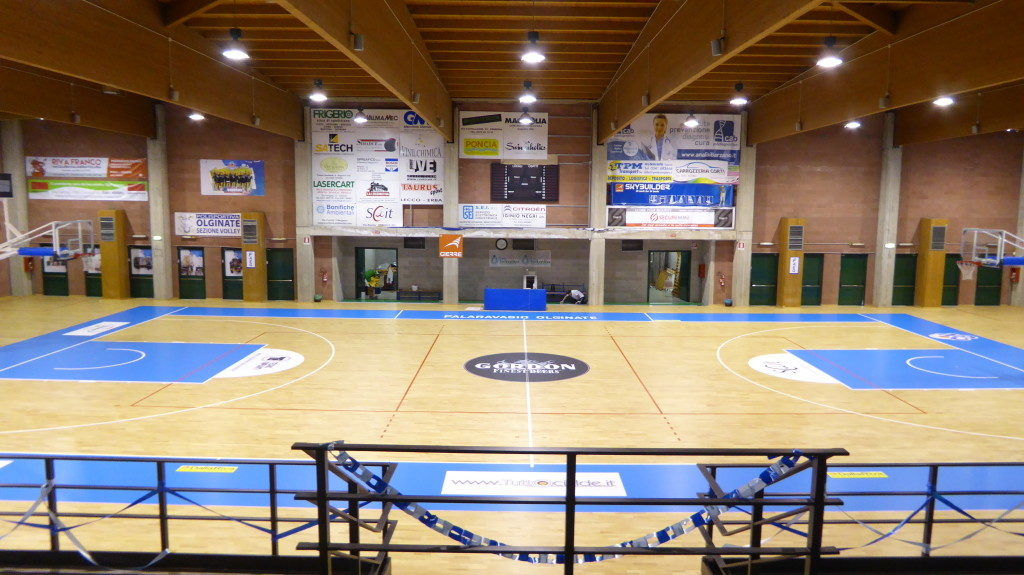 The managers of New Basketball Olginate have decided to customize the pitch with light blue Fiba