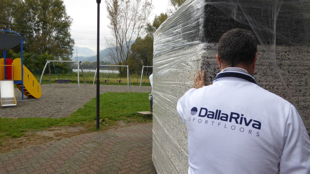 A technical of Dalla Riva Sportfloors checks the status of the materials
