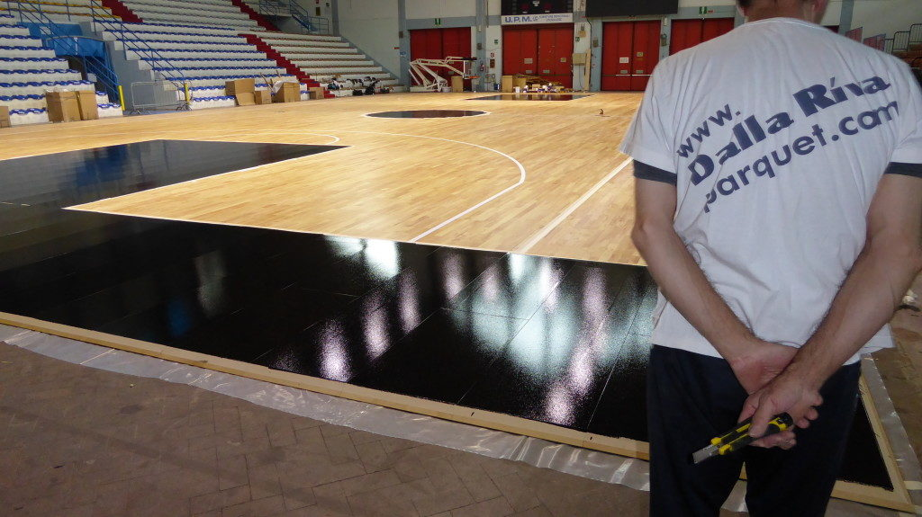 After installation of removable completed, the DR technicians have provided for the customization of the parquet with black paint as required by Vanoli Basket