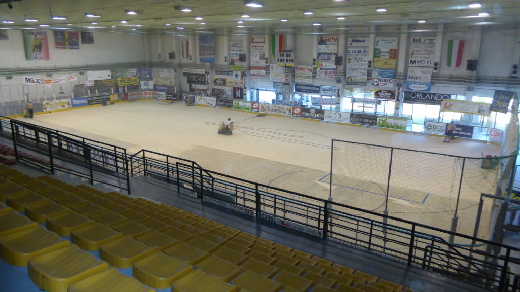 The sports hall flooring of Forte dei Marmi had never been subjected to recent maintenance