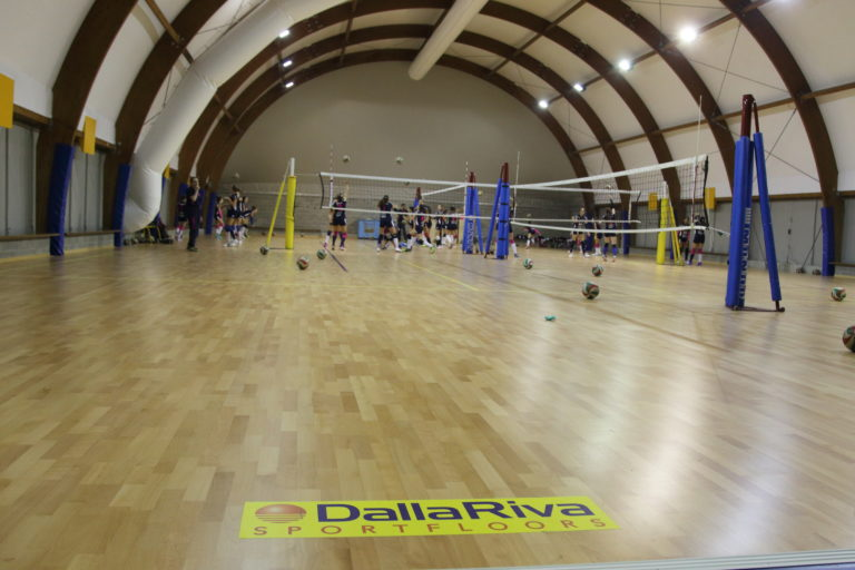 Volleyball players like the Jump System but it is also suitable for all other indoor disciplines