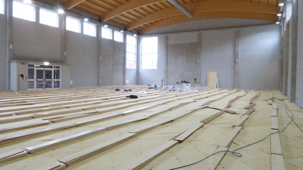 Other stages of laying the new sports parquet Dalla Riva Sportfloors at the Omegna high school