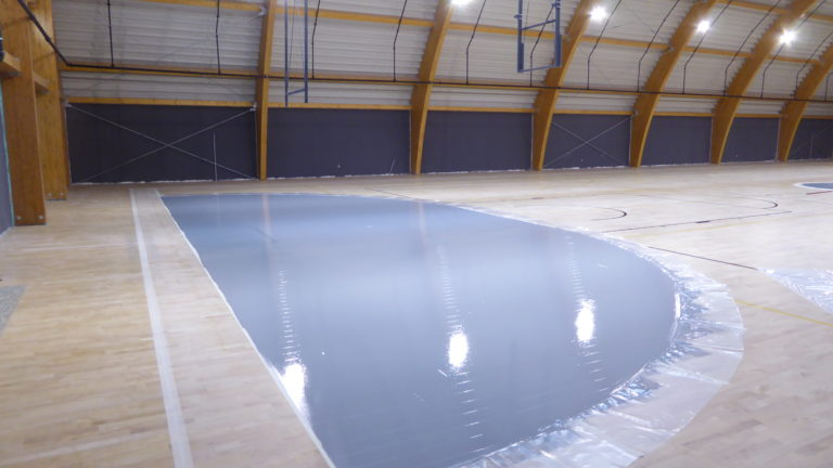 The Albona field has been customized with an unusual but original gray color for the handball areas