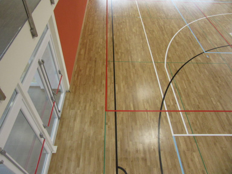 The new sports flooring of the main field of the Ville d'Anaunia sports facility made by Dalla Riva Sportfloors