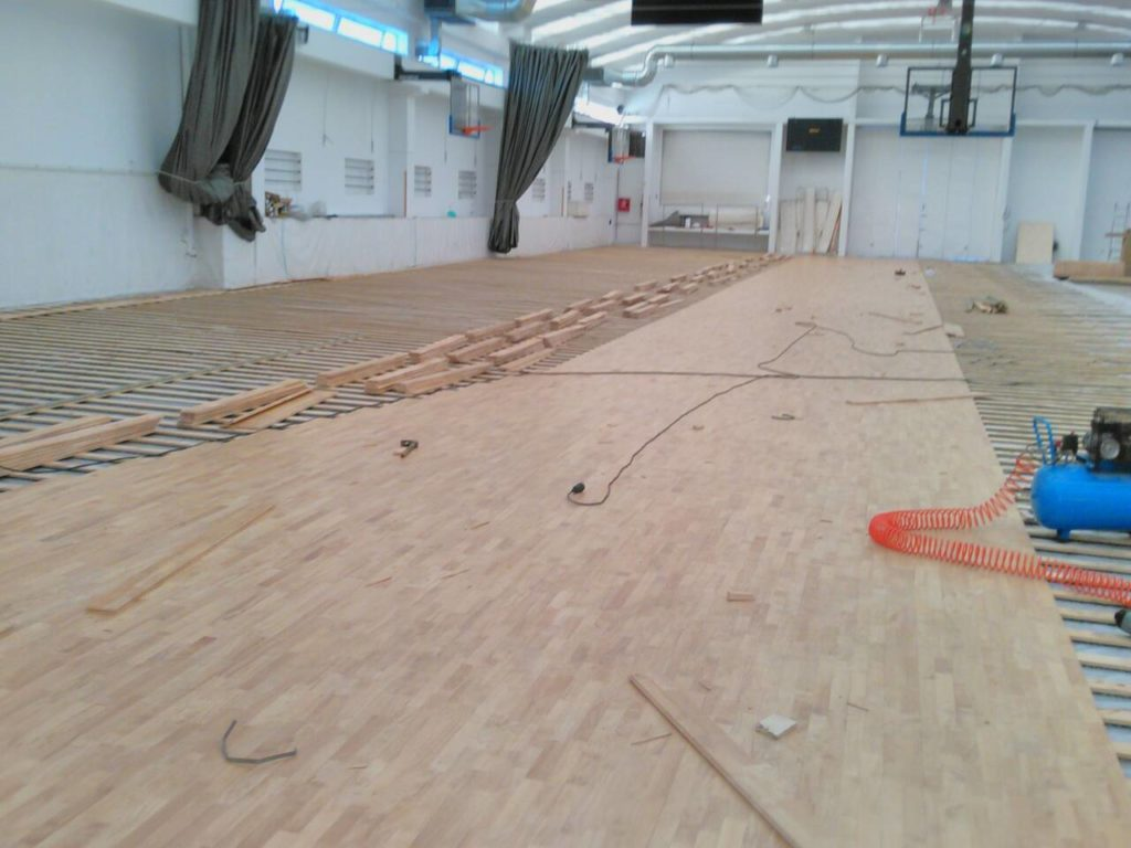 A sports parquet Dalla Riva Sportfloors model Compact 45, certified FIBA, to create three basketball fields
