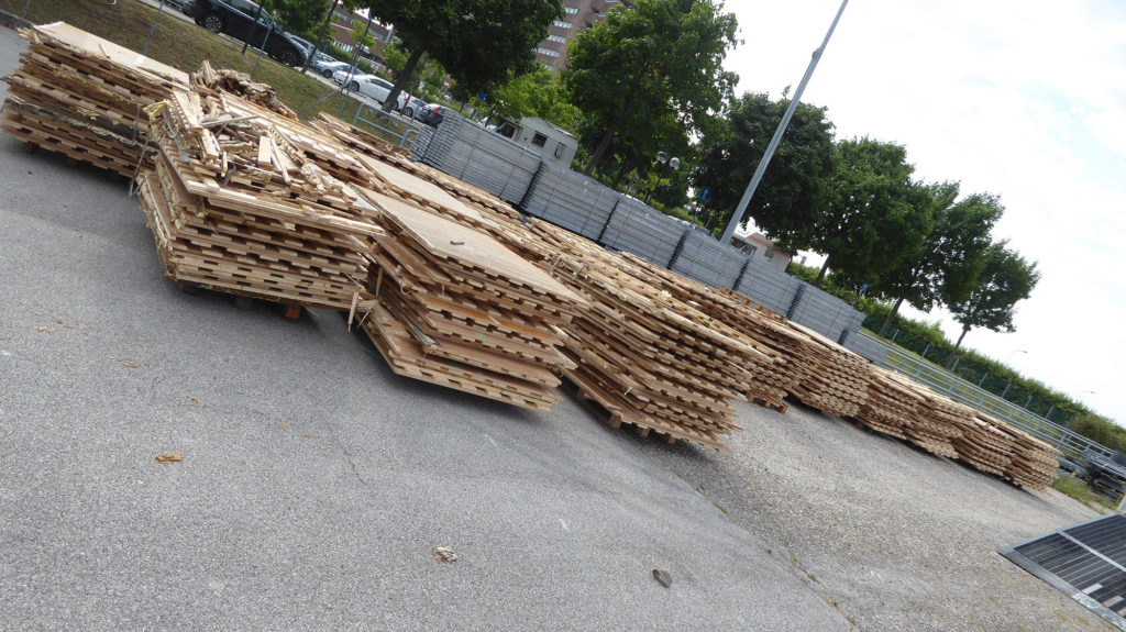 Stacking of old parquet flooring consisting of a double structure in fir timber (60 cubic feet of old paved floor)