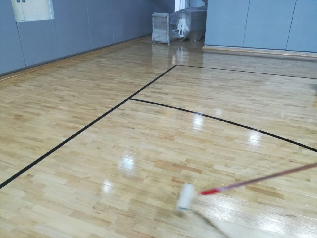 On the parquet was applied a shiny type 90 gloss NBA paint, solvent-based bicomponent polyurethane