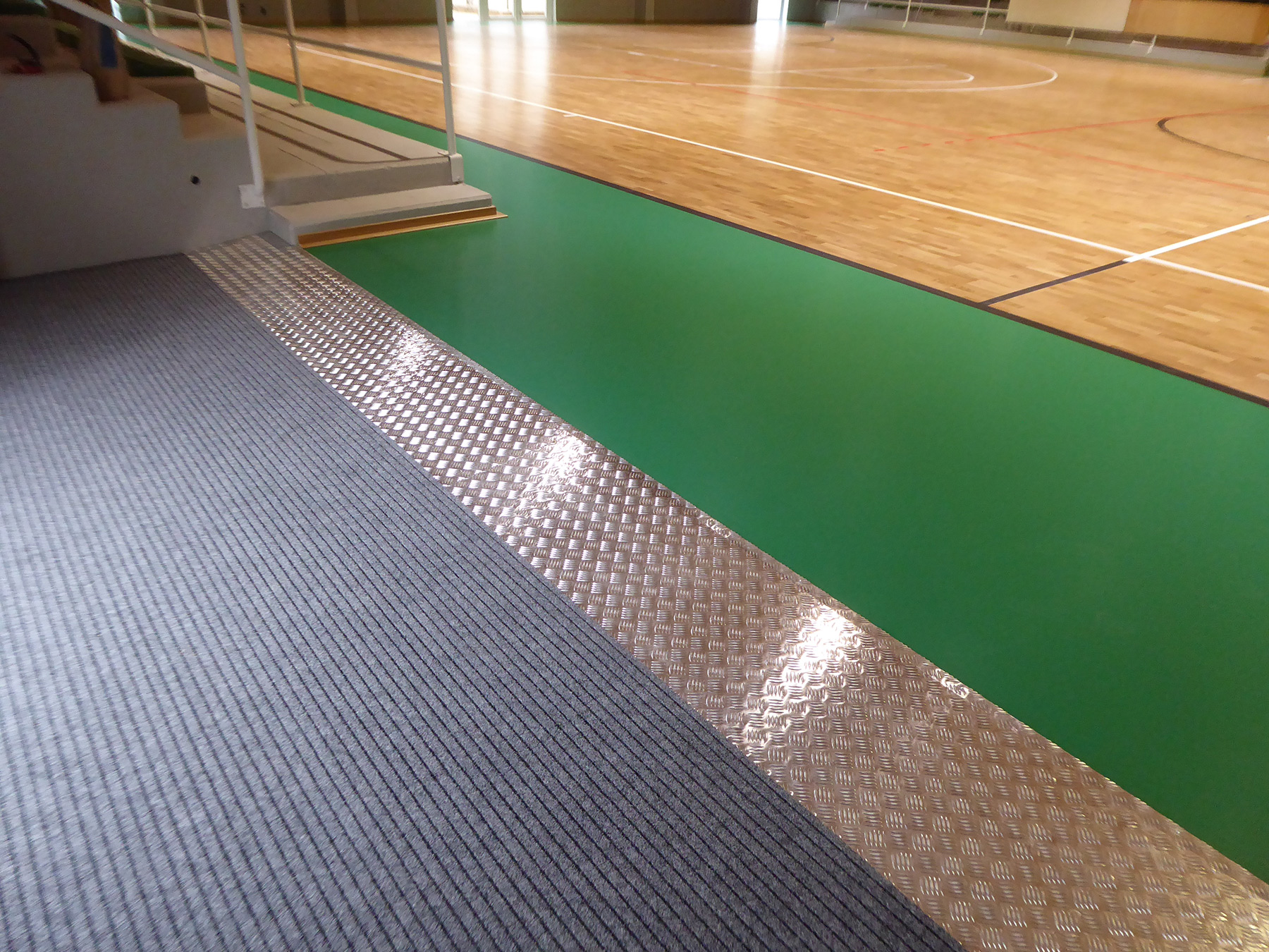 The entrance slide with attached doormat for cleaning shoes