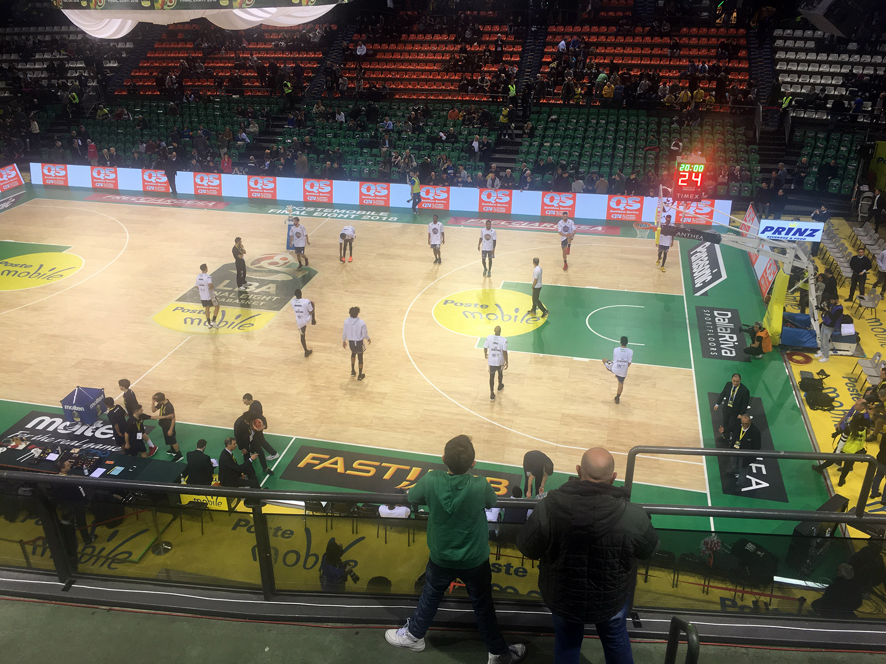 Prematch warmup on the new portable sports parquet by DR