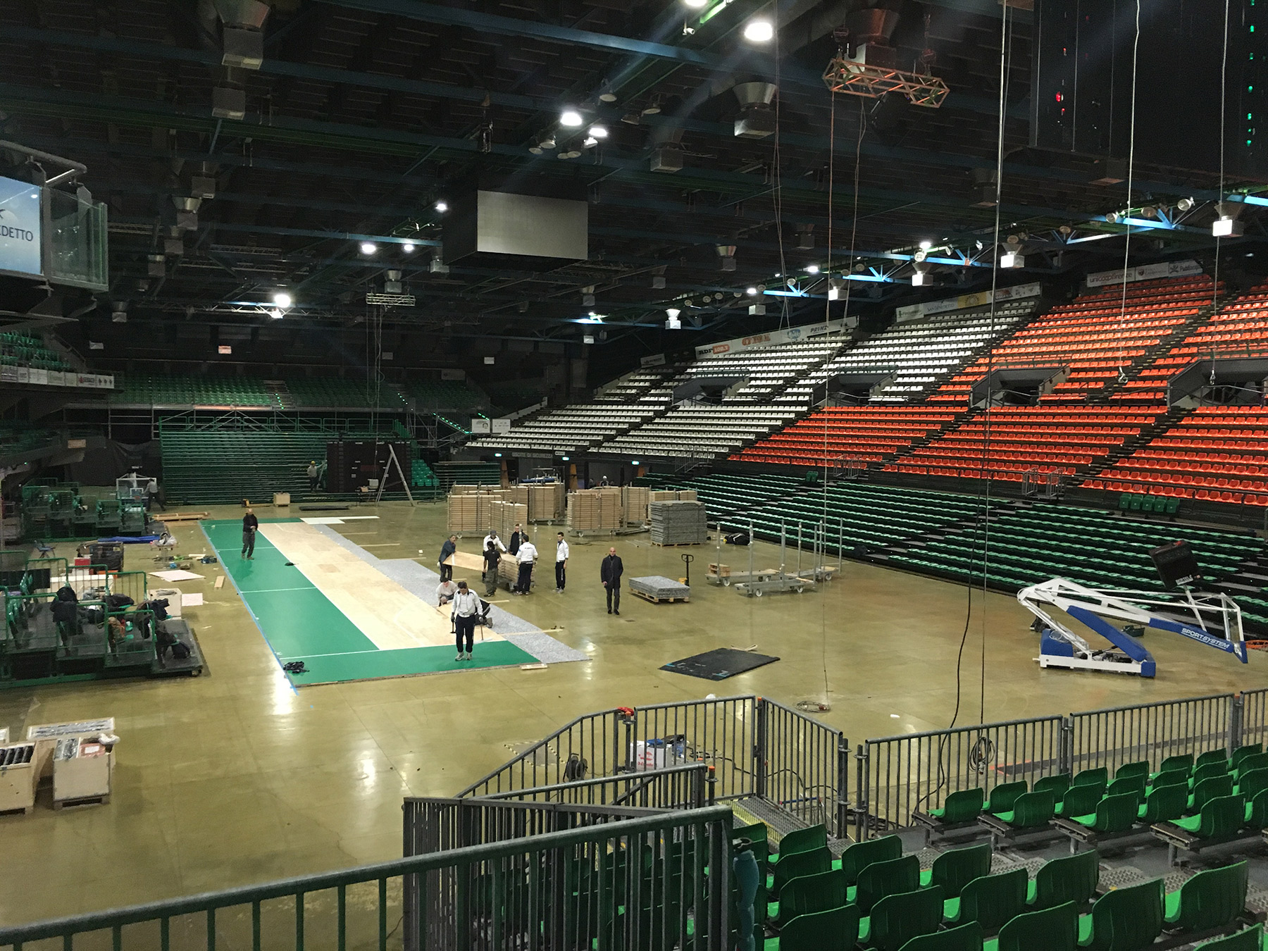 Dalla Riva technicians during the assembly phase at the Mandela Forum in Florence