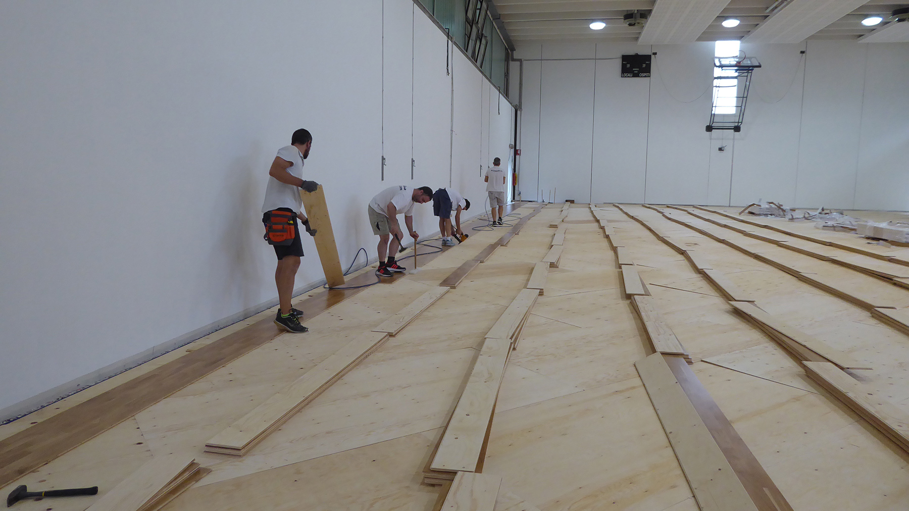 Dalla Riva technicians involved in the installation of parquet