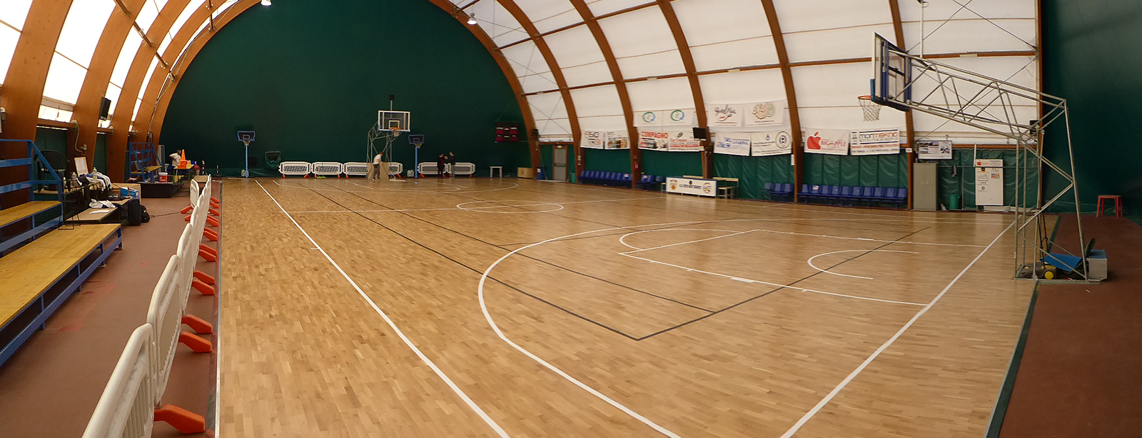 New face for the Sermoneta tensile structure: how the appearance changes with a sports parquet