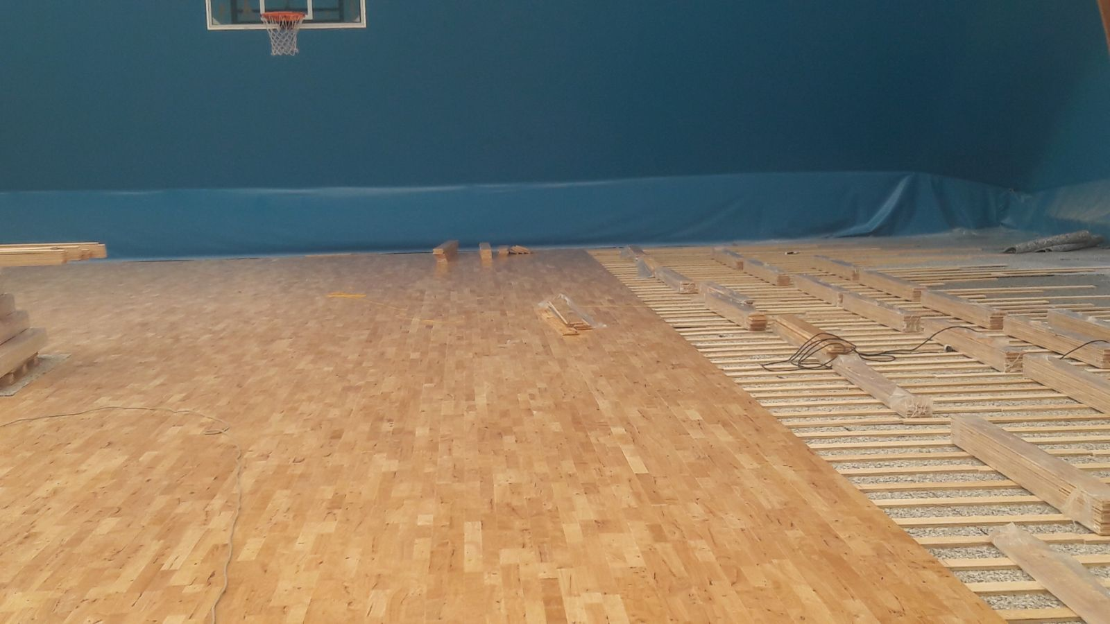 The laying of parquet in hevea
