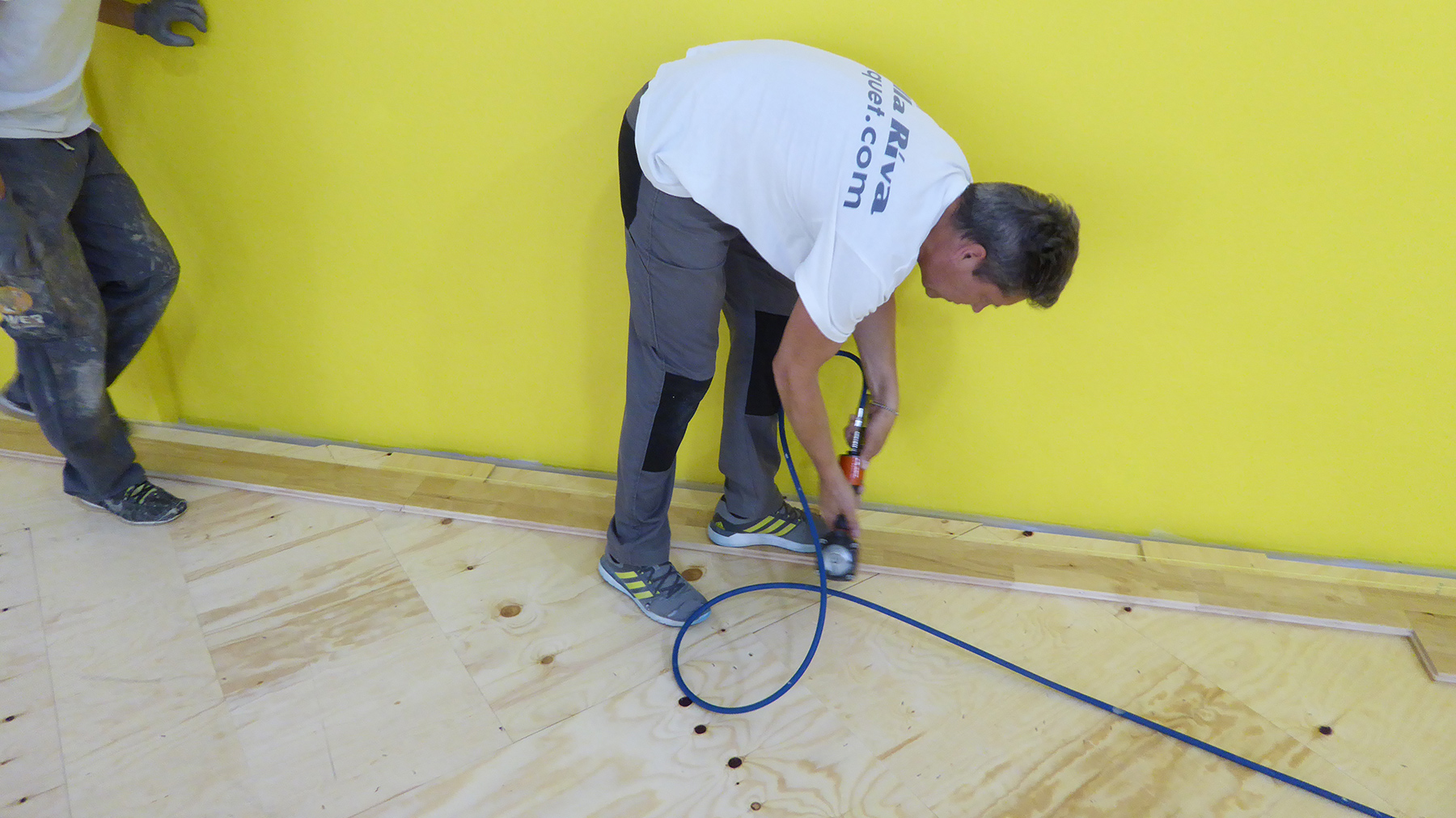 Dalla Riva technicians engaged with the laying of parquet