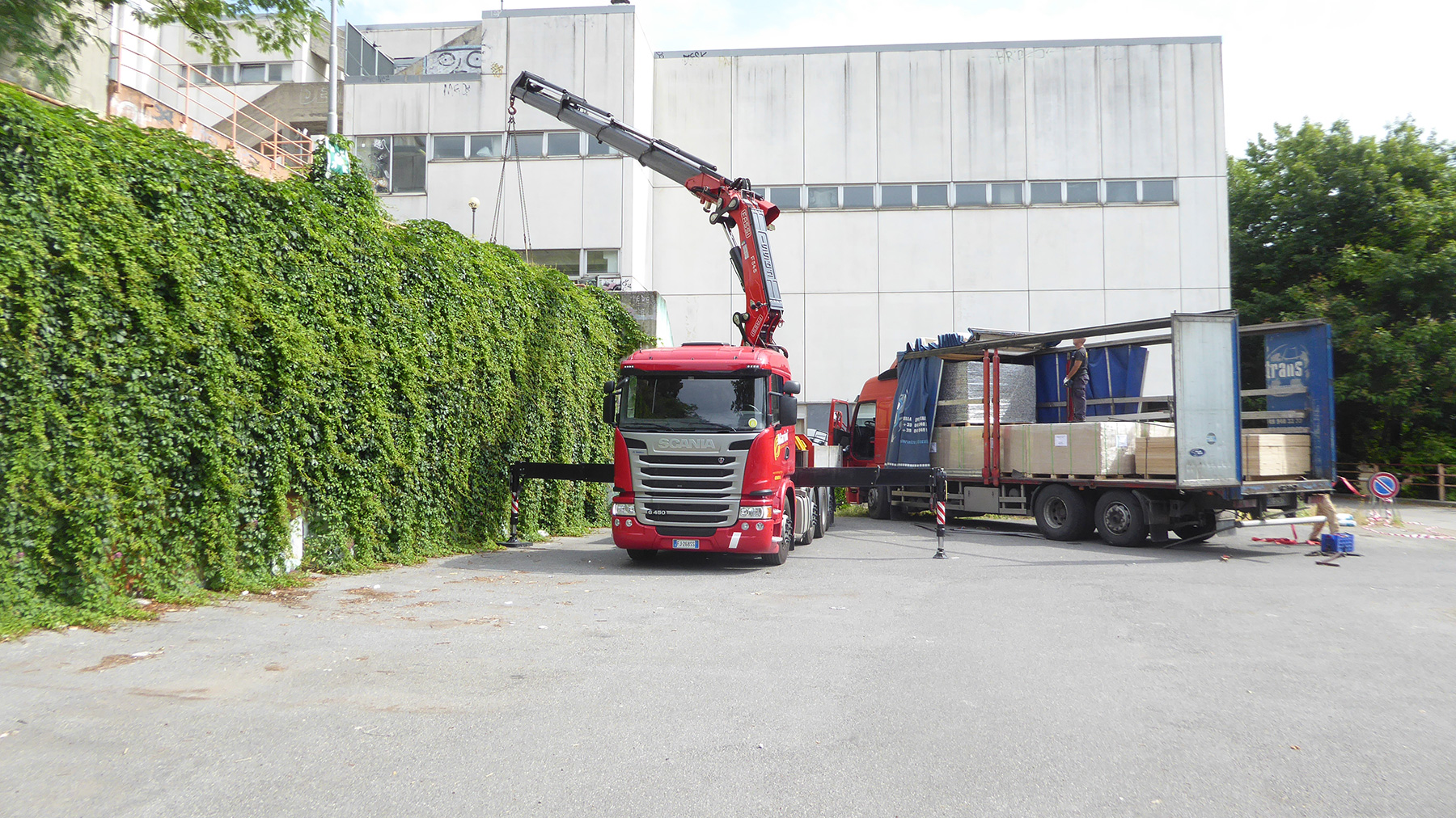 The unloading of materials