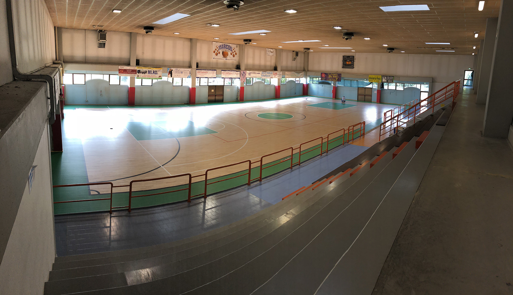 1000 square meters of surface also suitable for basketball and volleyball